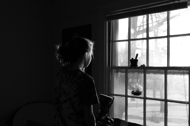 1599px-a_woman_looking_out_the_window_(unsplash)